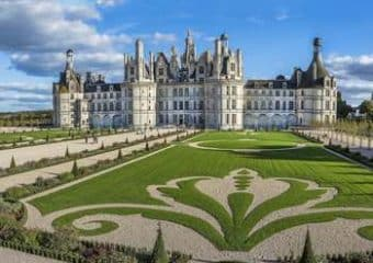 Chambord : le château et ses jardins à la française.